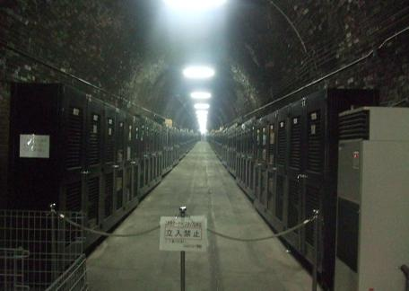 20100923_wine_curve_tunnel
