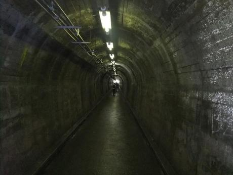 20110802_yokota_tunnel3