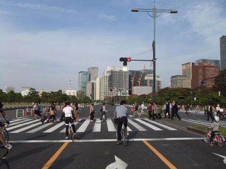 20111117_nijyubashimae2
