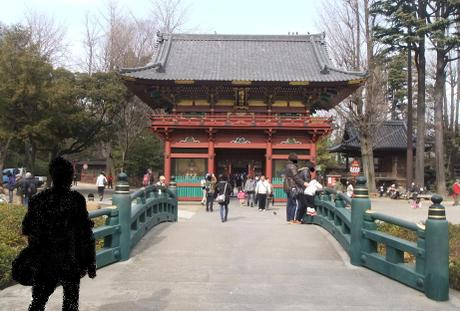 20110218_nezu_jinjya_roumon