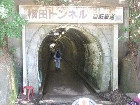 20110802_yokota_tunnel2