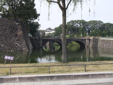 20111203_nijyubashimae